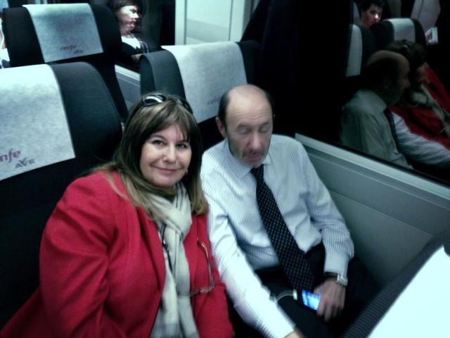 Esperanza Gracia y Alfredo pérez Rubalcaba en el AVE
